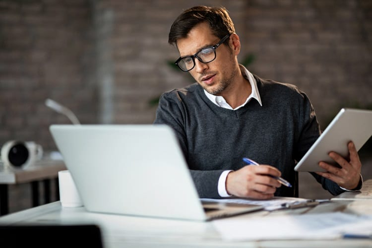 What Advantages Do Email Courses Offer?